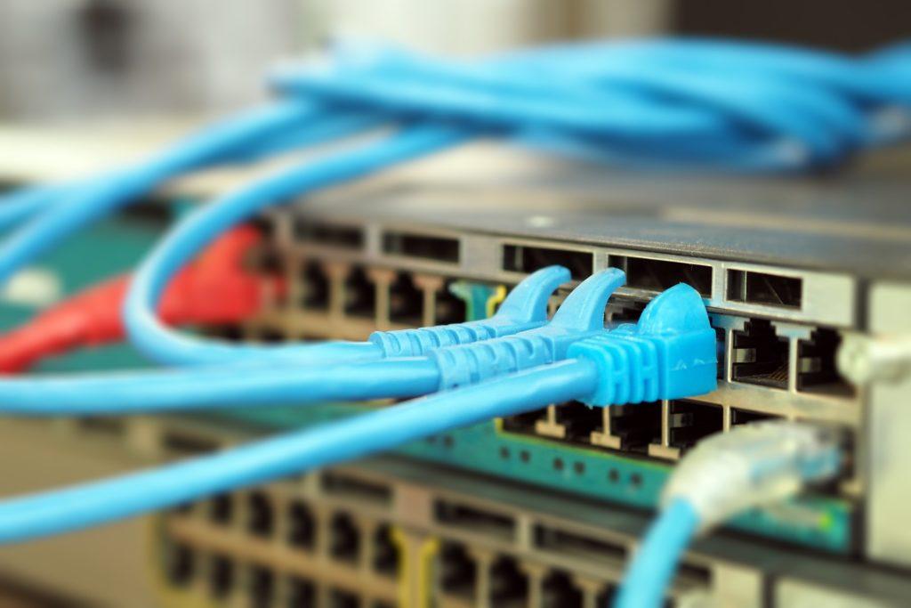 Installateur de câblage réseau informatique
